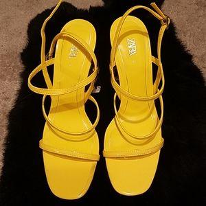 Heel sandal by ZARA